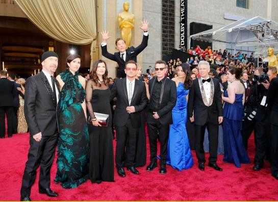 Oscars-2014-Bennedict-Cumberbatch-Photobomb