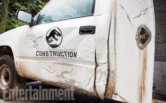 Jurassic-World-Picture-Jeep-Dinosaur