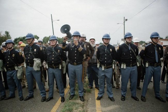 Die örtliche Polizei von Selma, Alabama, versucht, den Marsch zu verhindern.