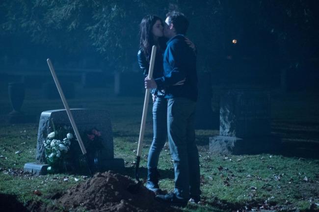 Burying-The-Ex-Movie-6